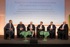 Foto CMG_Fiberday_Round_Table_2: CMG/Foto Fischer V.l.n.r.: Igor Brusic (Vice President, Deputy Director aggfa), Arno Abler (Breitbandserviceagentur Tirol), Peter Schark (Breitbandinitiative Kärnten, BIK), Herbert Jöbstl (Steirische Breitband- und Digitalinfrastrukturgesellschaft, sbidi), Hartwig Tauber (Niederösterreichische Glasfaserinfrastrukturgesellschaft, nöGIG), Martin Wachutka (Fiber Service OÖ)